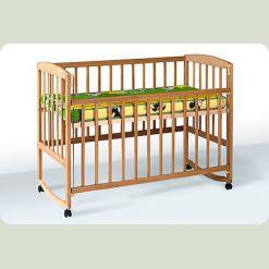 Кроватка с подвижной боковиной, дугами и колесами