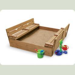 Дерев'яна дитяча пісочниця створює комфортні умови для гри