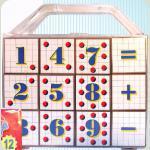Кубики з арифметикою в пластиковому валізці