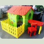 Mochtoys будиночок з терасою+столик і крісла